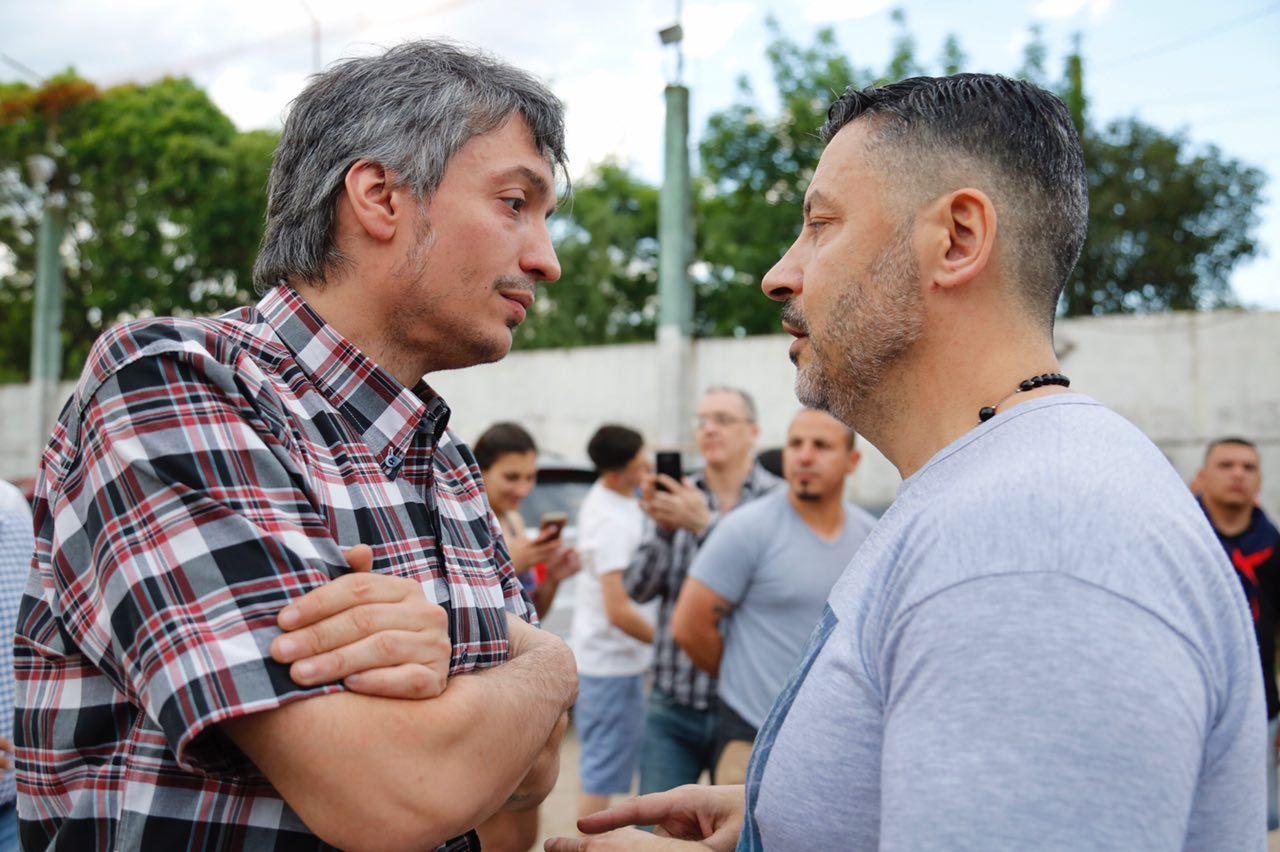 Máximo Kirchner charló con el intendente de Merlo Gustavo Menéndez en el mitín peronista