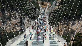 VIDEO: Así quedó el puente de cristal chino que se rompió