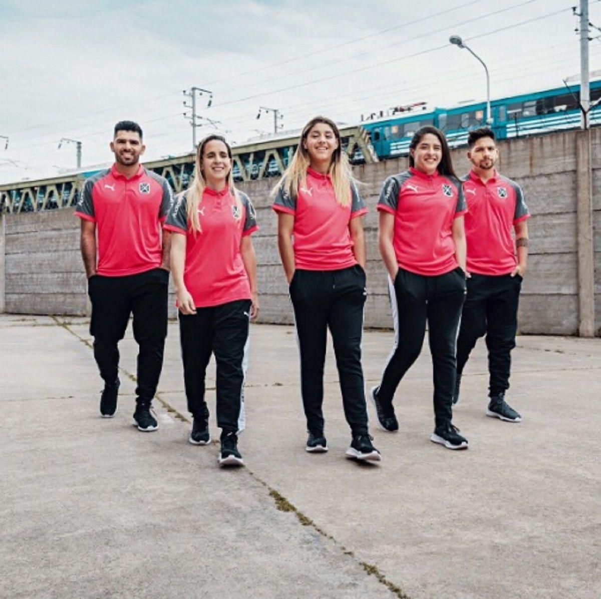Camiseta de Independiente contra el cáncer de mama - Crédito:@Independiente