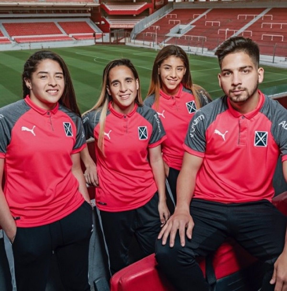 Camiseta de Independiente contra el cáncer de mama - Crédito: @Independiente