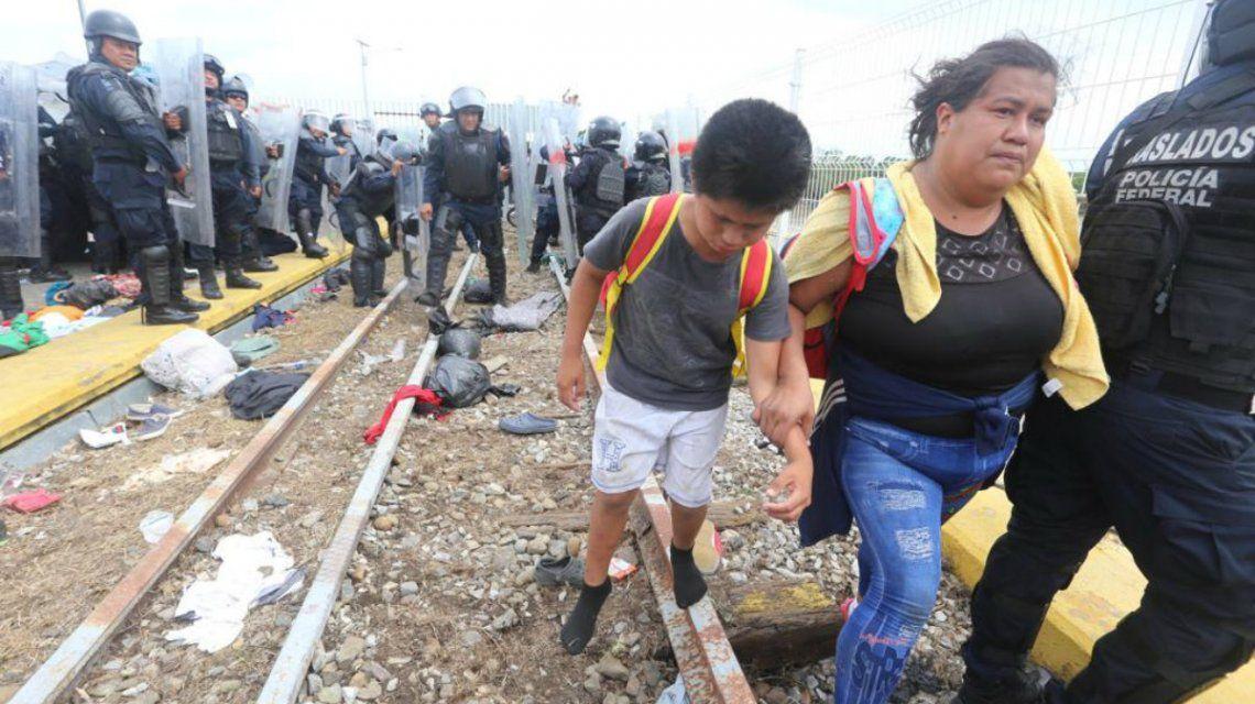 Una caravana migrante avanza desde Honduras hacia los Estados Unidos