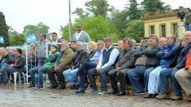 Moyano asistió a una masiva misa por paz, pan y trabajo: Ojalá Macri haya escuchado