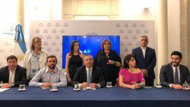 Felipe Solá se fue del bloque del Frente Renovador y llamó a la unidad de la oposición