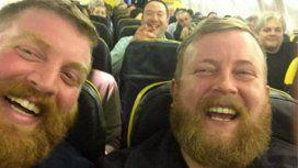 ¡Feliz coincidencia! Dos desconocidos idénticos quedaron juntos en un vuelo