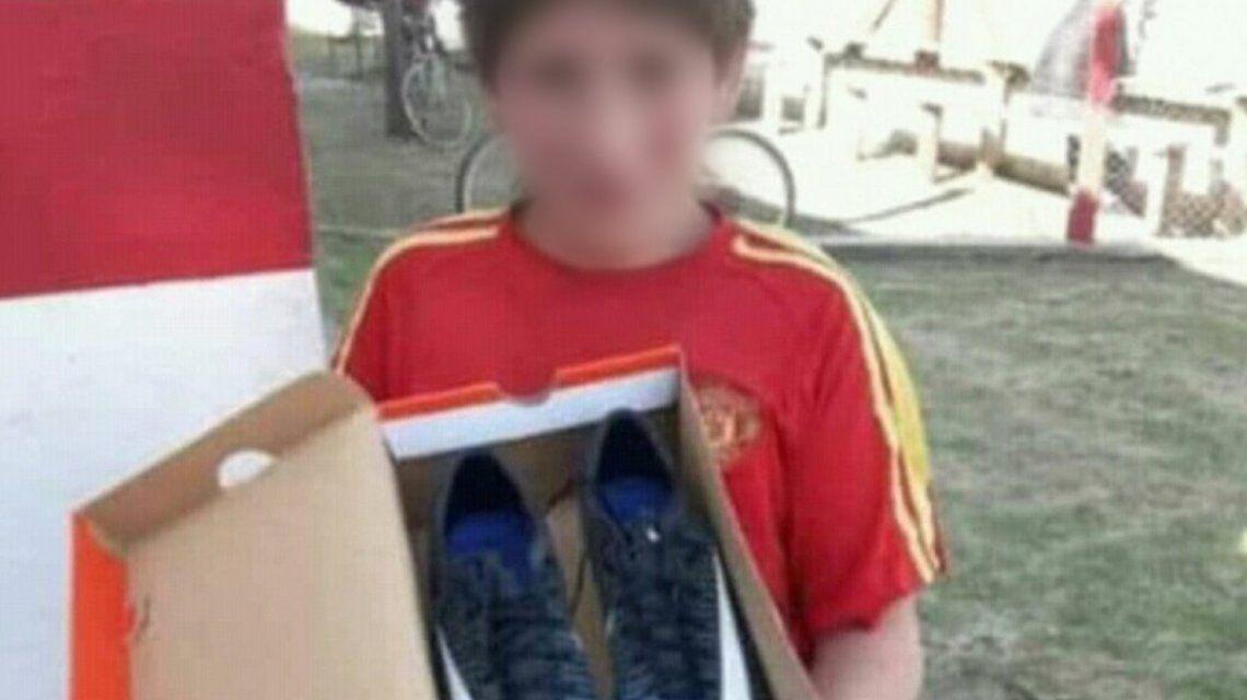 Recibió botines de un rival y terminó uniendo a los clubes