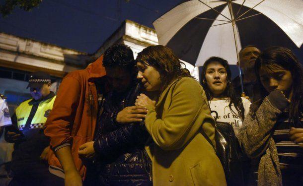 El dolor de la familia de Valentín durante la marcha en reclamo de justicia. Foto: La Gaceta.