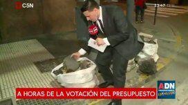 Las bolsas con cascotes encontradas por C5N a horas de la votación del Presupuesto