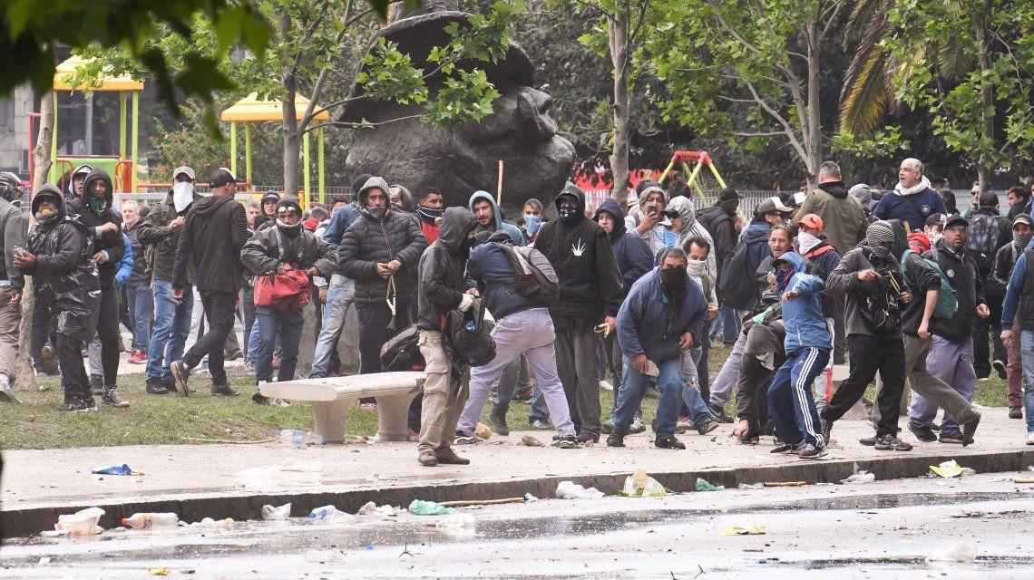 Hay 26 detenidos por los violentos incidentes frente al Congreso mientras se debate el Presupuesto