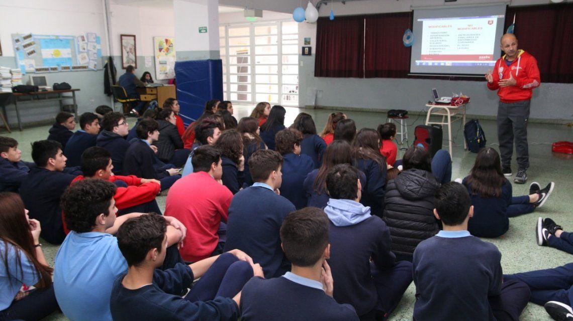 Gran iniciativa: enseñan RCP a los alumnos de las escuelas secundarias de Morón