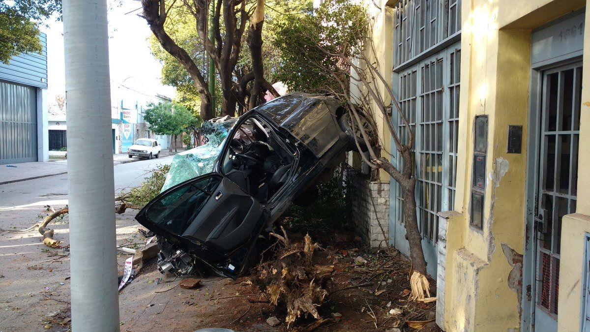 Así quedó el auto tras el violento accidente
