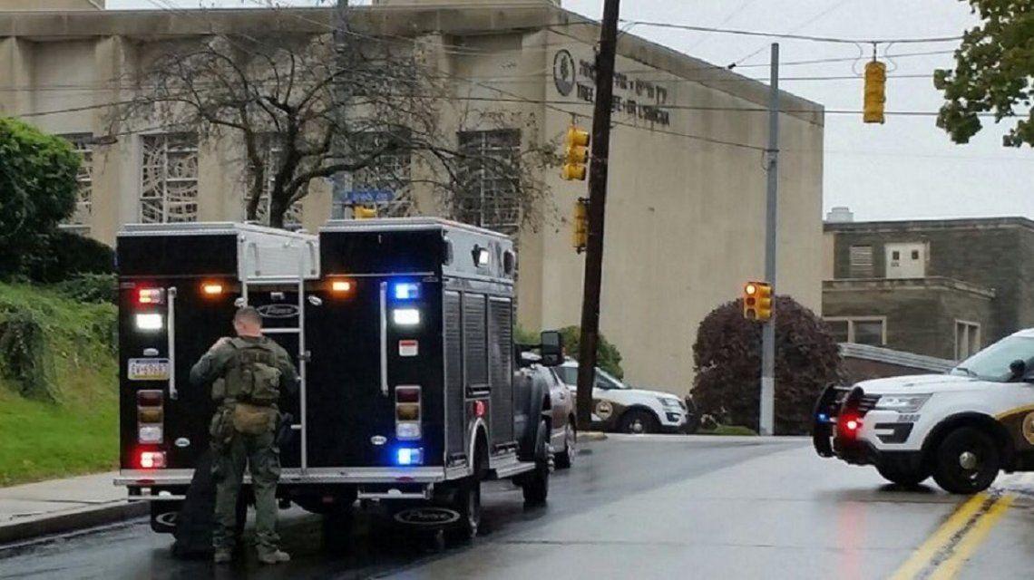 La sinagoga Árbol de la Vida fue rápidamente rodeada por policìas