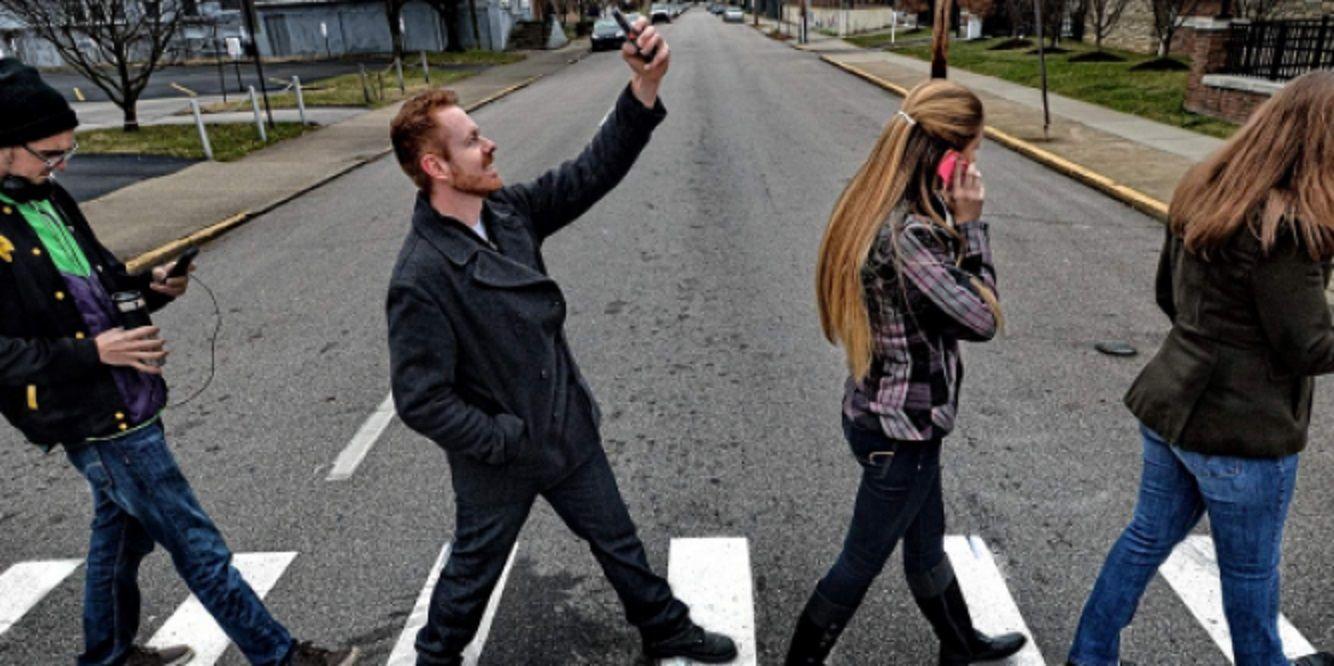 Mirar el teléfono durante 10 segundos equivale a caminar 14 metros sin mirar el entorno.