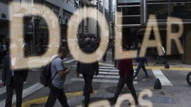 El dólar volvió a perforar el piso acordado con el FMI