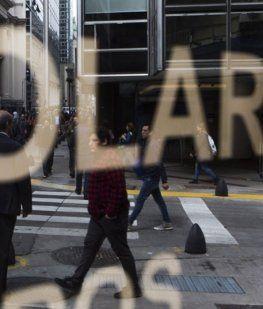 El dólar superó los $41, el Central salió a subir la tasa y la divisa morigeró su alza: cerró en $40,73