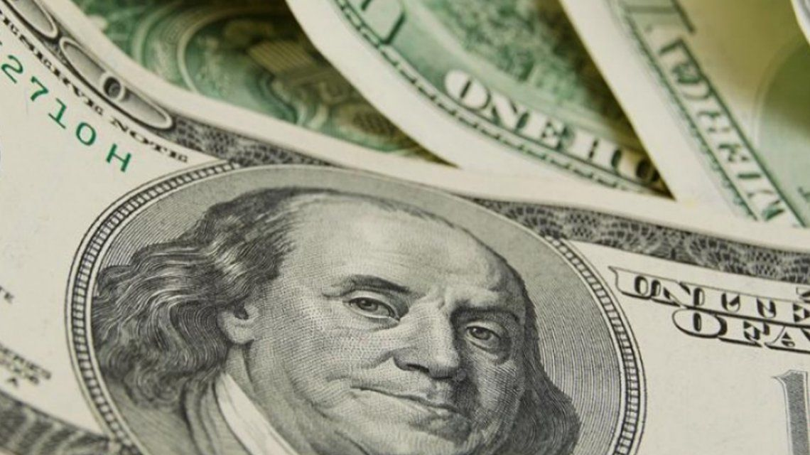 El dólar subió 18 centavos y cerró a 37,43 pesos