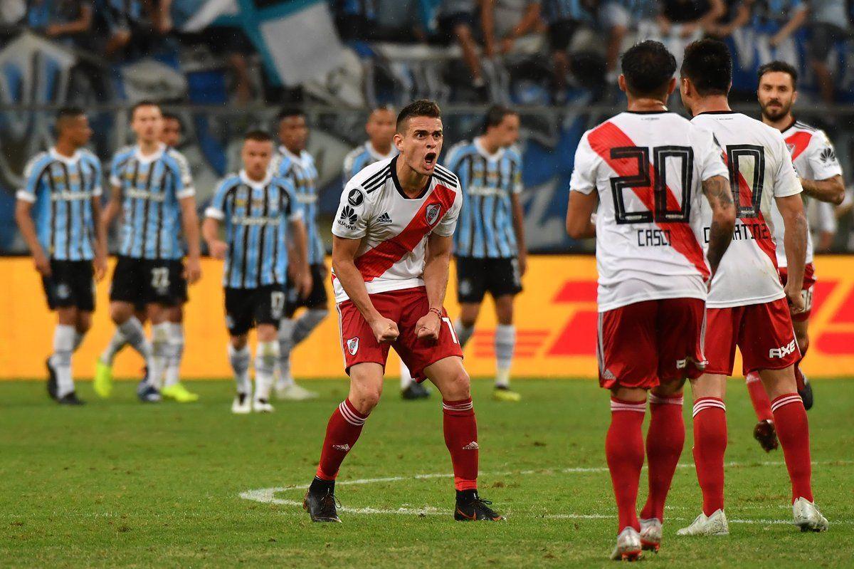 Rafael Santos Borré celebra el gol del empate
