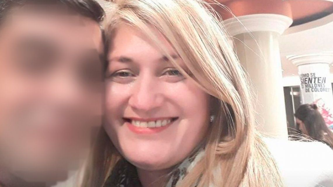 La mujer fue hallada con varias puñaladas en su pecho.