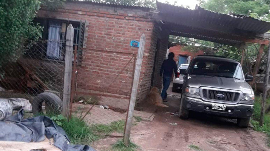 Llevó a su perro encadenado a la camioneta y los vecinos lo escracharon