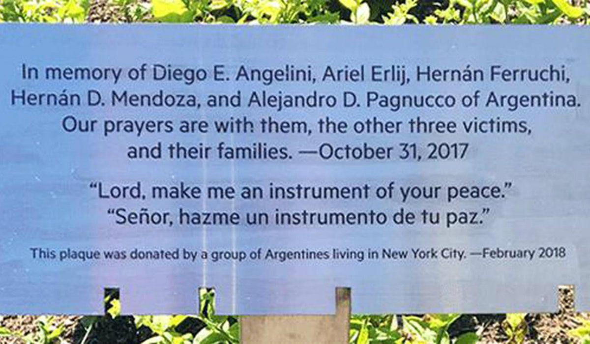 Descubren una placa en Nueva York en honor a los cinco argentinos que murieron en un atentado