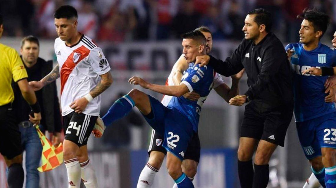 Mano, penal sin rebote y frenar el cronómetro: los cambios que evaluán para el fútbol