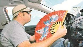 Si la velocidad es menor a 80 kilómetros por hora, sugieren no climatizar el auto