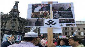 Esvasticas e imágenes de Hitler en la marcha contra la Educación Sexual Integral