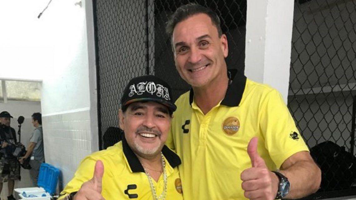 Diego Maradona y Luis Islas