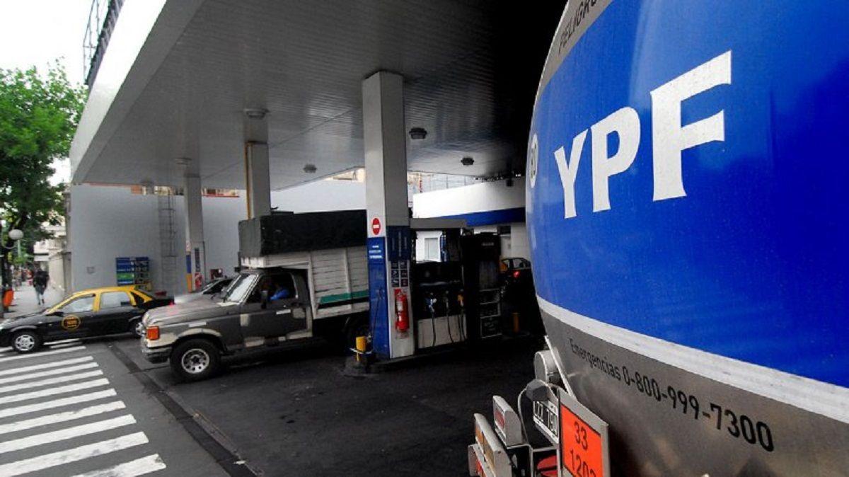YPF también anunció un aumento en sus naftas: la súper estará a más de $40