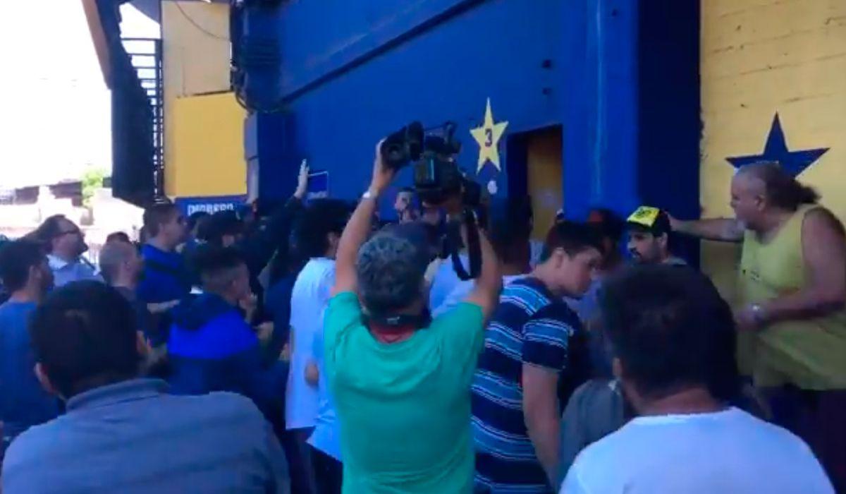 Incidentes en la Bombonera por la venta de entradas para la final de la Copa
