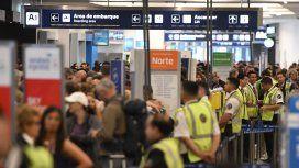 Más de 155 vuelos de Aerolíneas Argentinas debieron ser cancelados