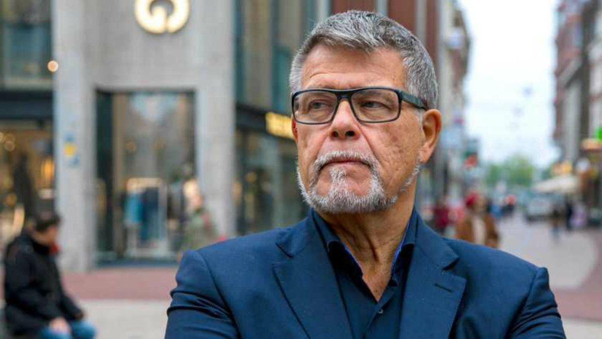 Emile Ratelband afirma que tiene 49 años