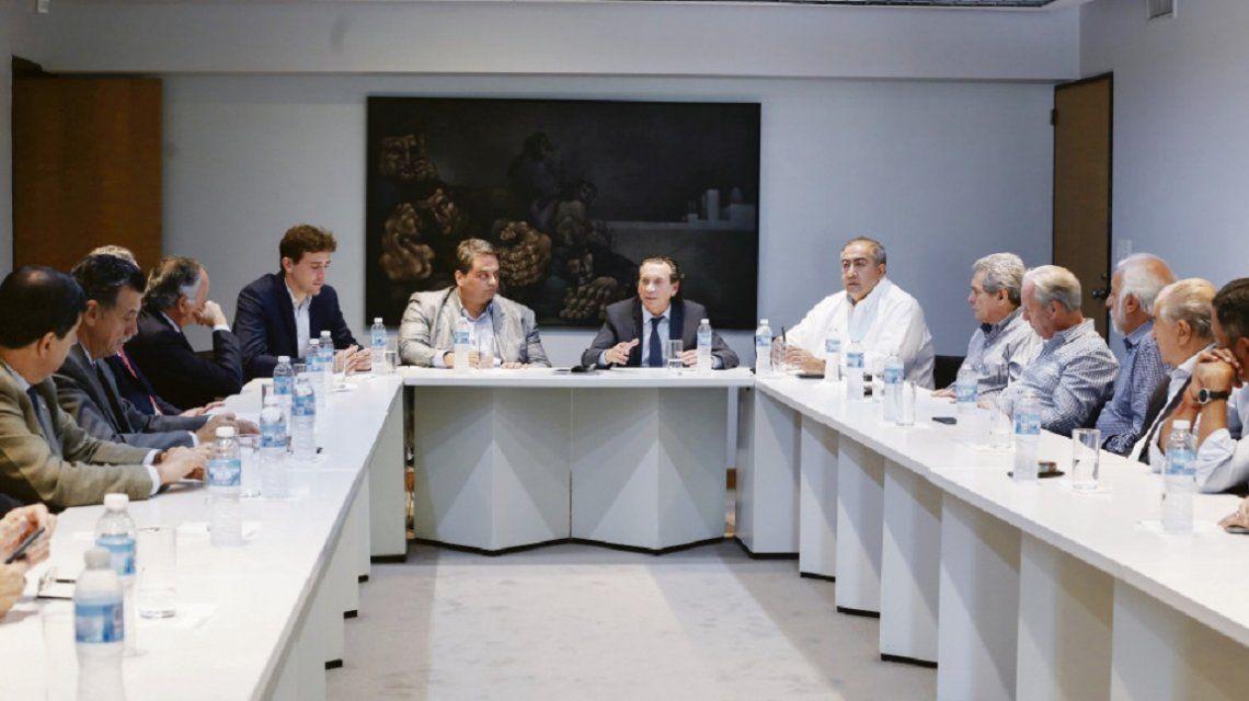 Dante Sica y Jorge Triaca encabezaron la reunión del Gobierno con la CGT