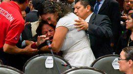 Una diputada se entera del asesinato de su hija en plena sesión