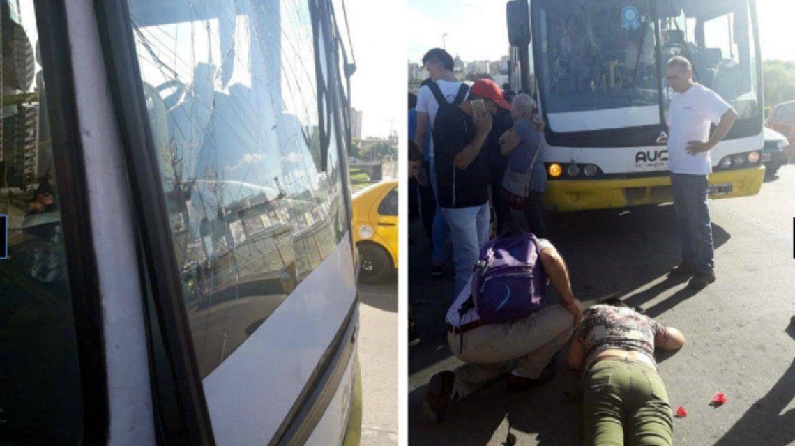 Córdoba: una pasajera atravesó el parabrisas de un colectivo tras una brusca frenada
