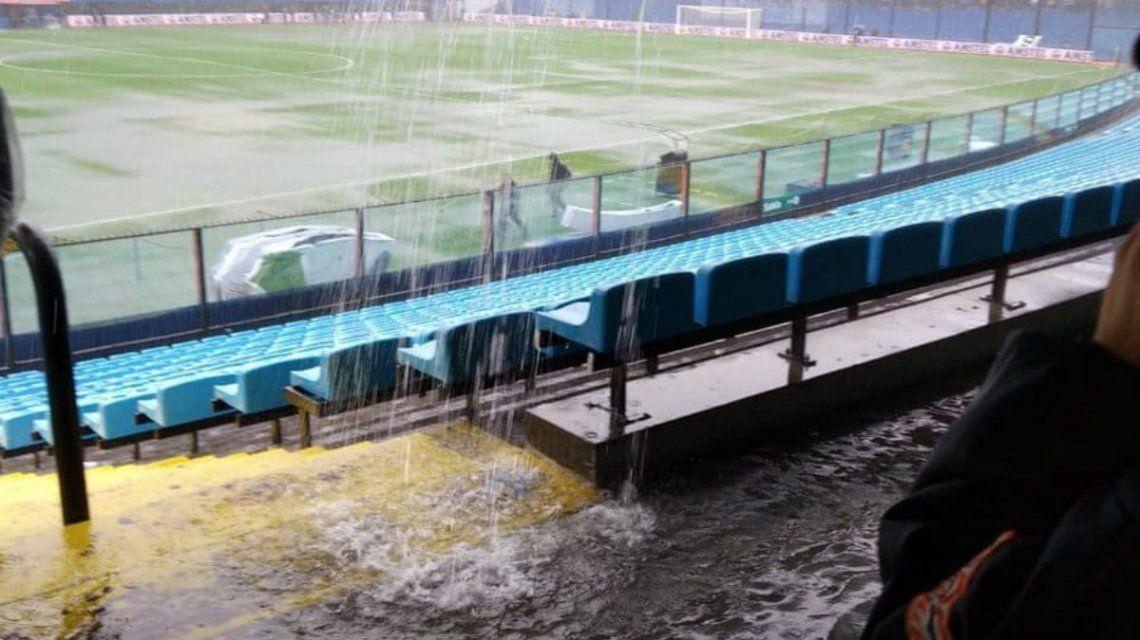 La Bombonera está pasada por agua