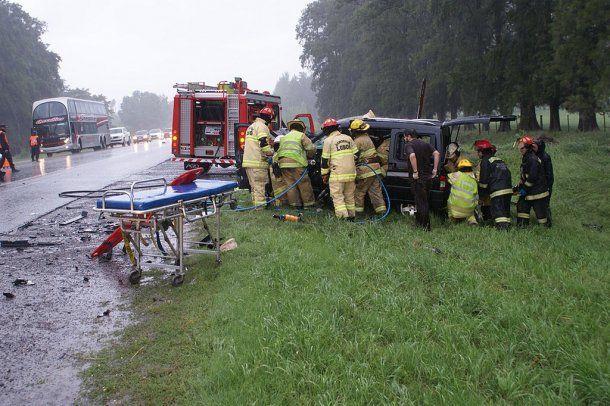 Bomberos de Lobos rescataron los cuerpos de las víctimas y al herido de gravedad<br>