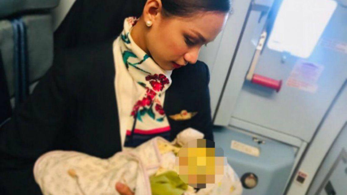 Patrisha Organo alimentó a la bebé de una pasajera durante un vuelo