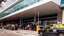 Buscan fijar las tarifas de los taxis en aeropuertos y terminales para evitar abusos