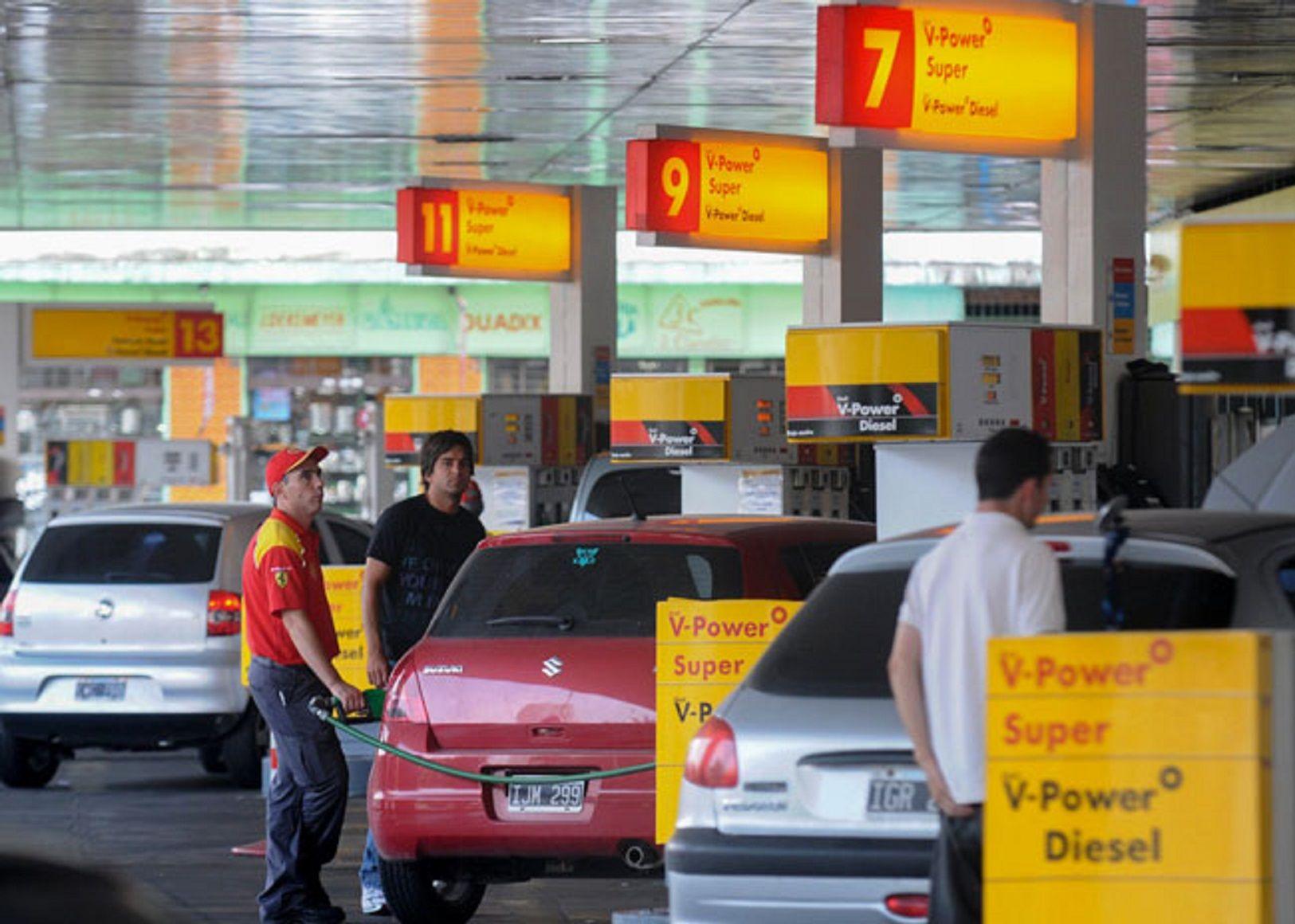 Tras la medida de YPF, Shell también baja el precio de la nafta