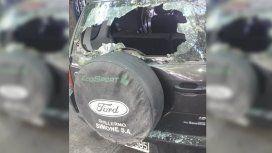 Discutió con otro conductor, se bajó con un bate y le destrozó el auto