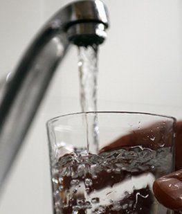 El agua aumenta en enero 17% y la factura promedio no bajará de los $1.100