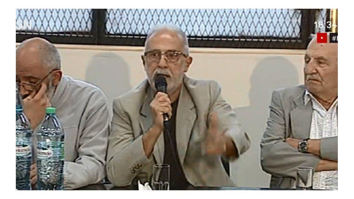 El abogado  Ismael Jalil encabezó la conferencia de prensa