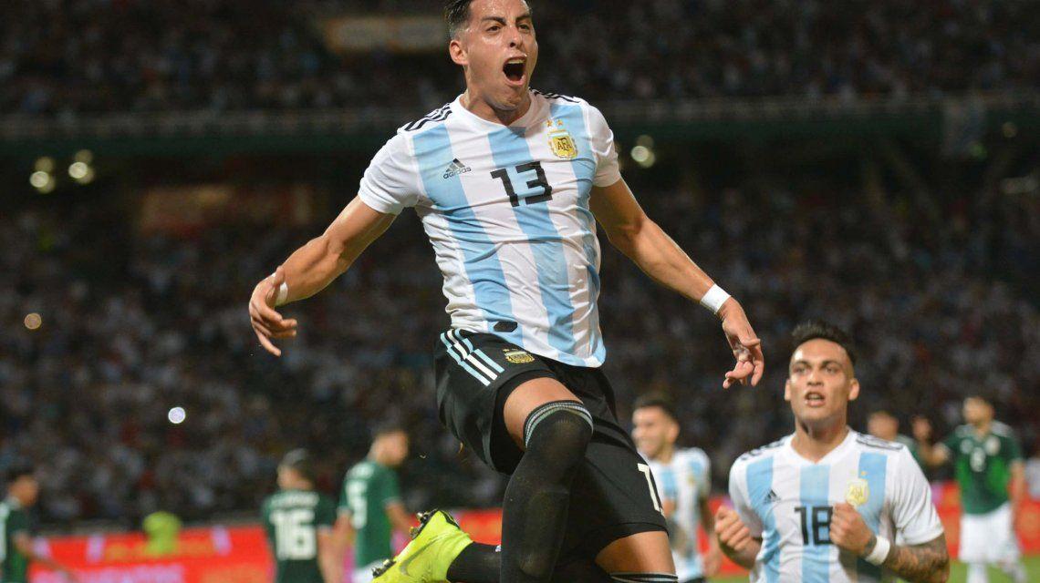 Ramiro Funes Mori celebra el primer gol