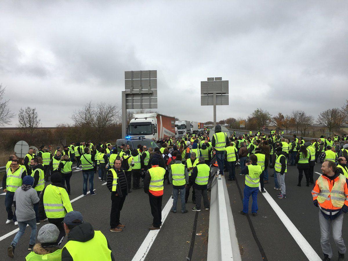 Francia: una mujer muerta y decenas de heridos en una manifestación contra la suba de la nafta