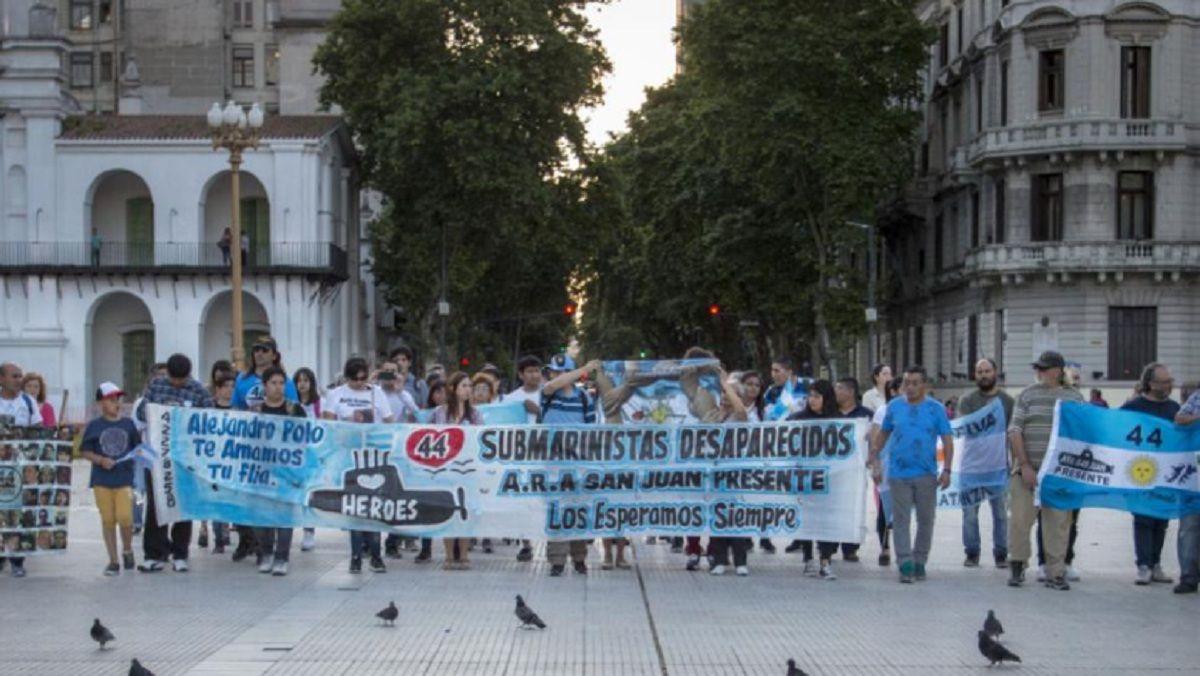 Marchas para pedir justicia por el ARA San Juan a la Base Naval de Mar del Plata y a la Plaza de Mayo