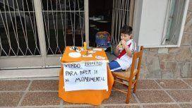 Un nene puso en venta sus juguetes para ir a la Superfinal de la Libertadores