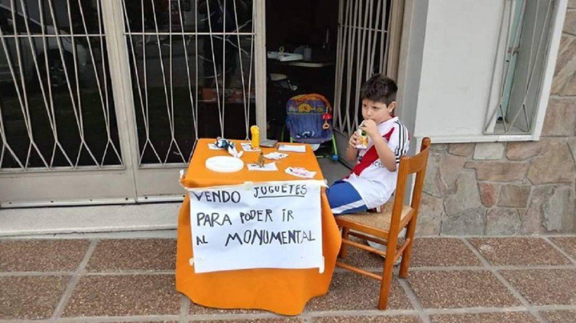 Entre Ríos: un nene puso en venta sus juguetes para ir a la Superfinal de la Libertadores