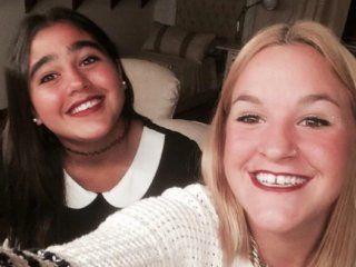 Federica López Brown y Juana Avalos, dos de los cuatro jóvenes que quisieron entrar a la quinta de Macri.