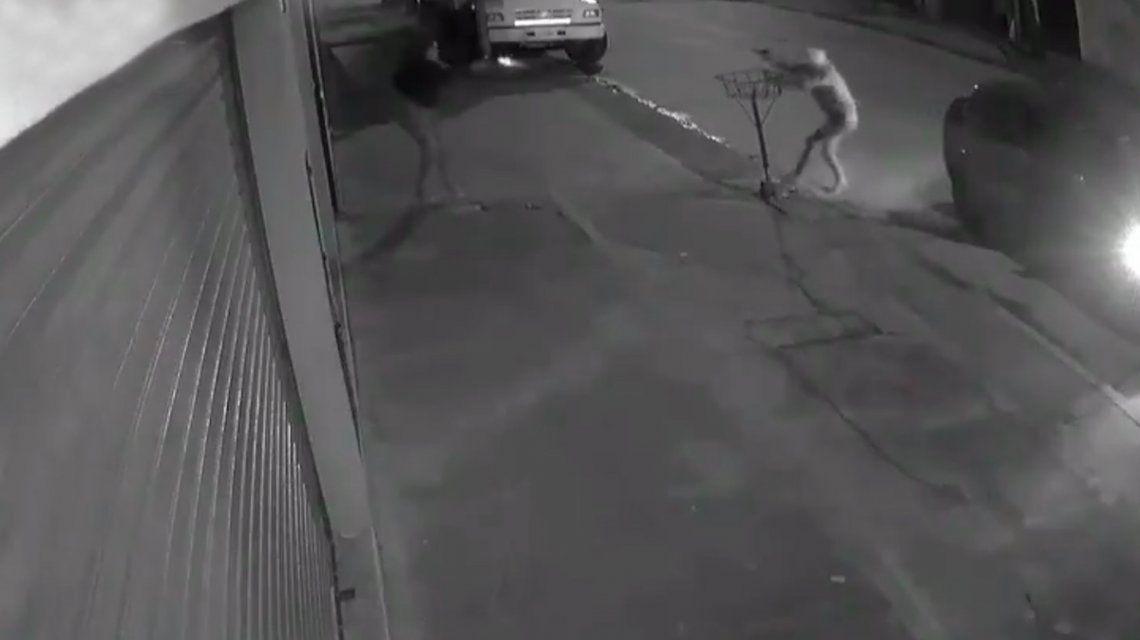 La mujer resistió a los tiros un intento de robo mientras esperaba el colectivo