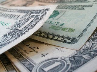 en el inicio de la semana, el dolar se disparo 41 centavos y cerro a $38,78